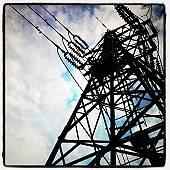 ロボットのような鉄塔(マウスオンで、俯瞰した釜利谷陸橋)
