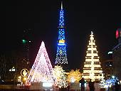 大通公園(マウスオンでホテルから見た夜の時計台)