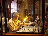 これは眼科医ではなく、ディズニーのガラス職人