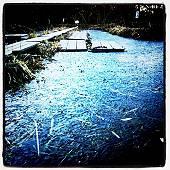 カチンコチンの池